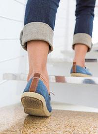 Treppengehen – die ideale Muskelpumpe für die Venen Ihrer Beine
